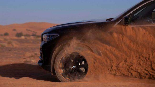 BMW spravilo presnú kópiu okruhu Monza v marockej Sahare