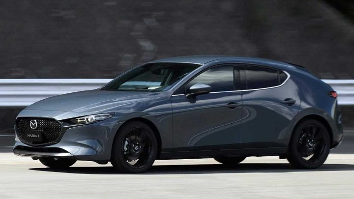 Nová Mazda 3 dostala pohon všetkých kolies a revolučný motor SkyActiv-X