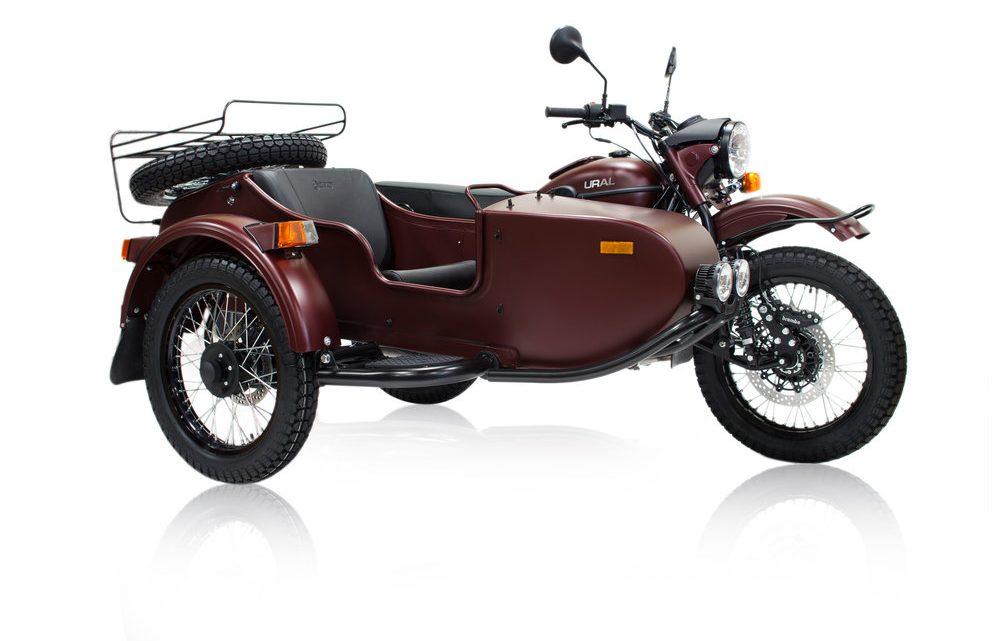 Motocykel Ural Gear-Up bol modernizovaný a dostal nový moderný motor.