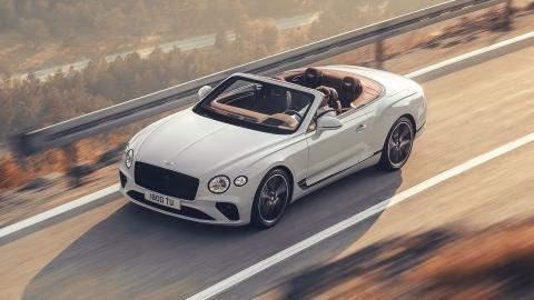 Nové Bentley Continental GT Convertible má pod kapotou dvanásťvalec a maximálna rýchlosť je až 330 km/h.