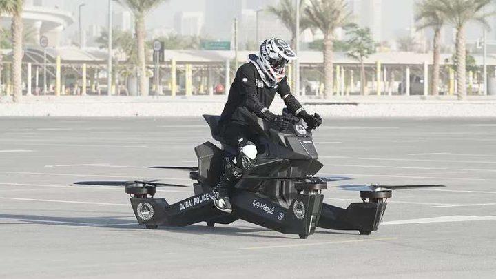 Dubajská polícia vyskúšala lietajúci Hoverbike S3.
