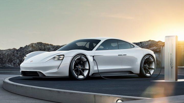 Elektrické Porsche Taycan dostane verziu Turbo, no na reálne turbo môžeme zabudnúť.