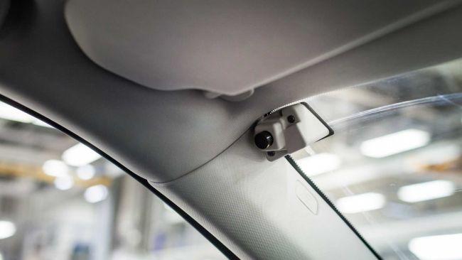 Vozidlá Volvo budú mať v ponuke kameru orientovanú na vodiča. Prídeme o súkromie?