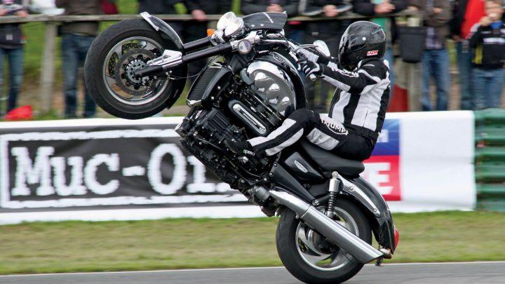 Triumph predstaví tento rok novú generáciu brutálnej motorky Rocket 3.