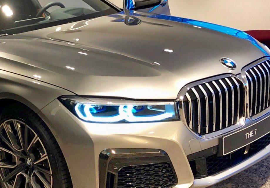 Čím väčšie ladvinky, tým viac BMW. Facelift nového radu 7 bol nafotený.