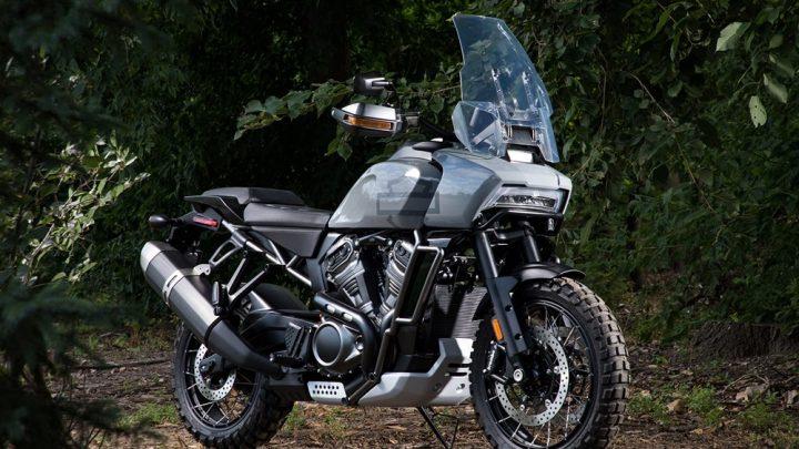 Svet motorkárov sa obrátil smerom nadol. BMW predstaví boxer s objemom 1 800 ccm a Harley predstaví cestovné enduro.