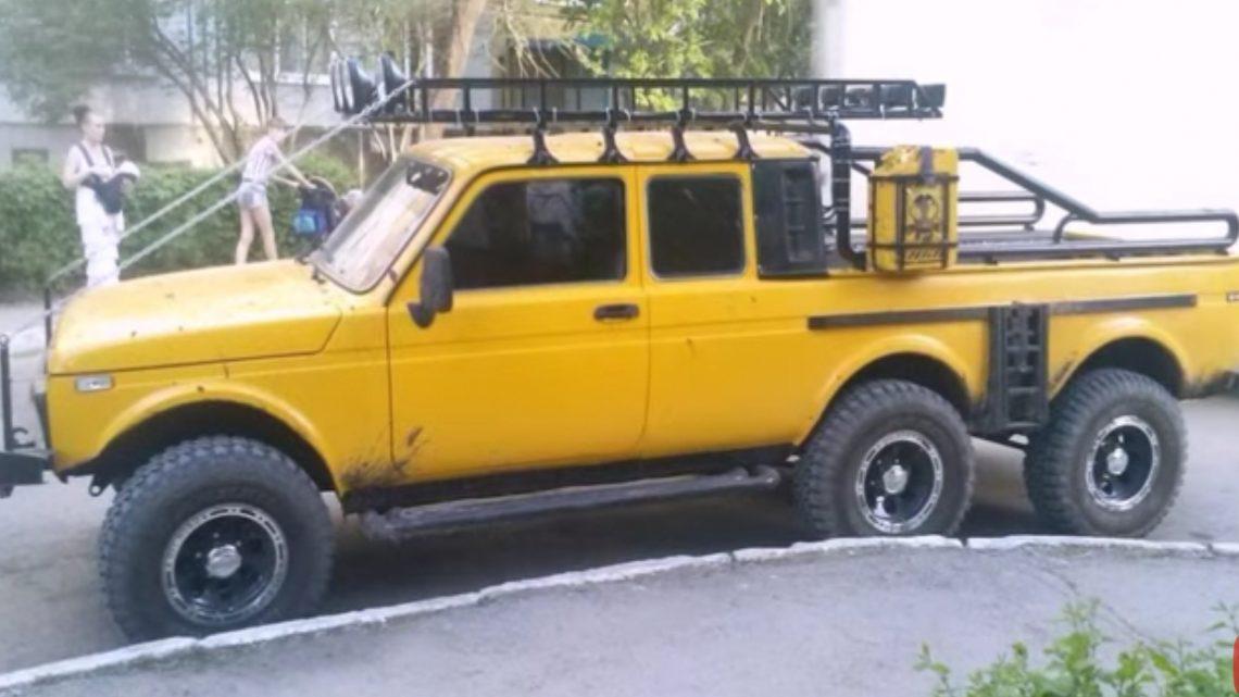 V Rusku je na predaj brutálna Lada Niva 6×6. Mercedes G63 6×6 tras sa.