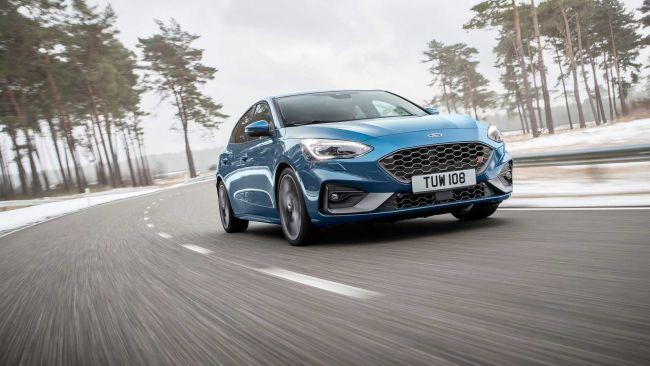 Nový Ford Focus ST dostáva výkonný benzínový a dieselový motor. Taktiež aj elektronický samosvorný diferenciál.