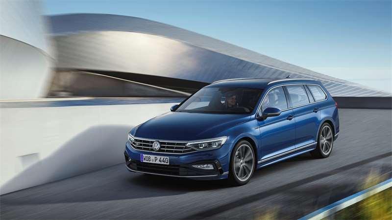 Faceliftovaný Volkswagen Passat sa vzhľadom veľmi nezmenil, no po technickej stránke áno.