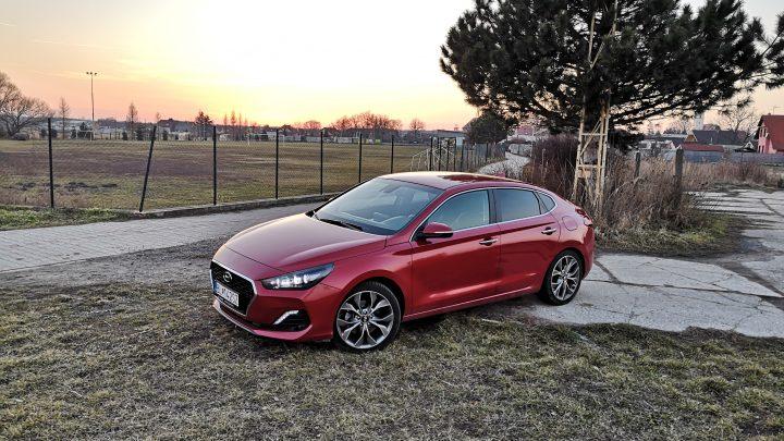 Test: Hyundai i30 Fastback 1,4 T-GDI 7DCT. Vyzerá Fastback len dobre, alebo je aj praktický?