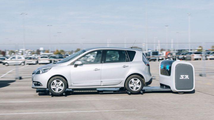V Británii budú roboti parkovať vozidlá. Vďaka tomu sa na parkovisko zmestí viac vozidiel.