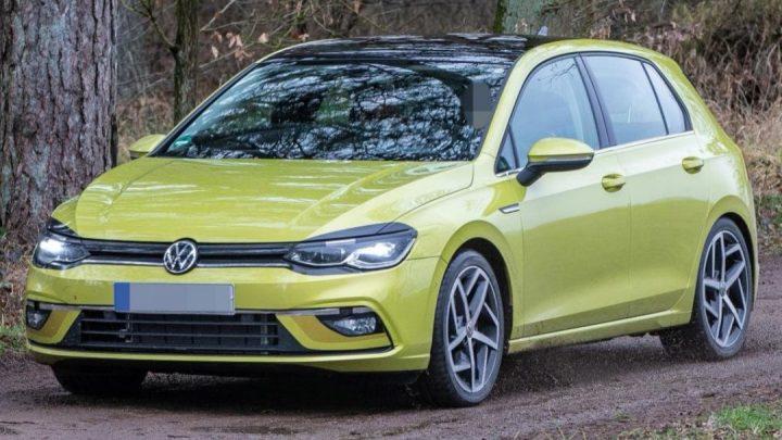 Volkswagen Golf ôsmej generácie bol nafotený bez kamufláže.