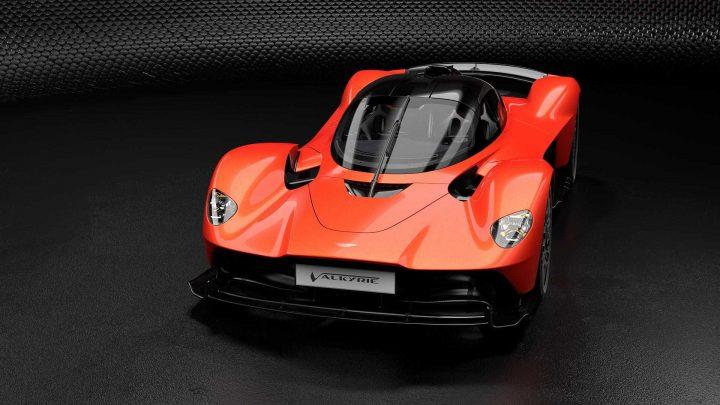 Aston Martin Valkyrie ponúkne brutálny výkon s extrémne nízkou váhou.