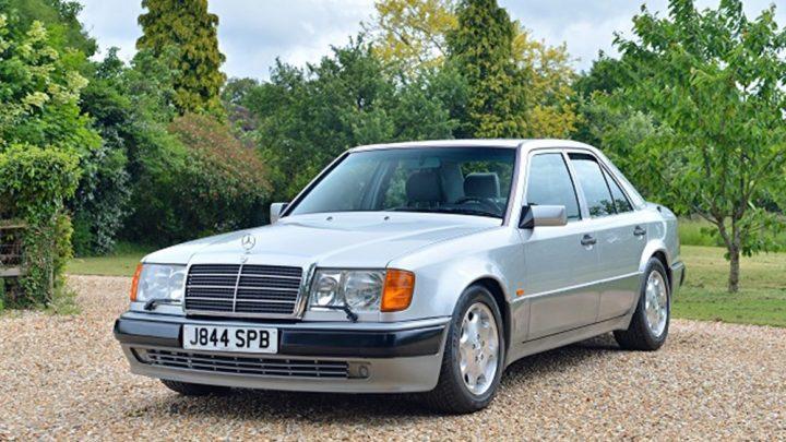 Legenda predáva legendu. Mr. Bean dáva do aukcie vzácny Mercedes-Benz 500E