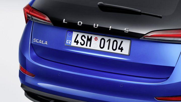 Namiesto nápisu Škoda môžeš mať na zadnej strane vlastný nápis. Celkom zaujímavý doplnok.