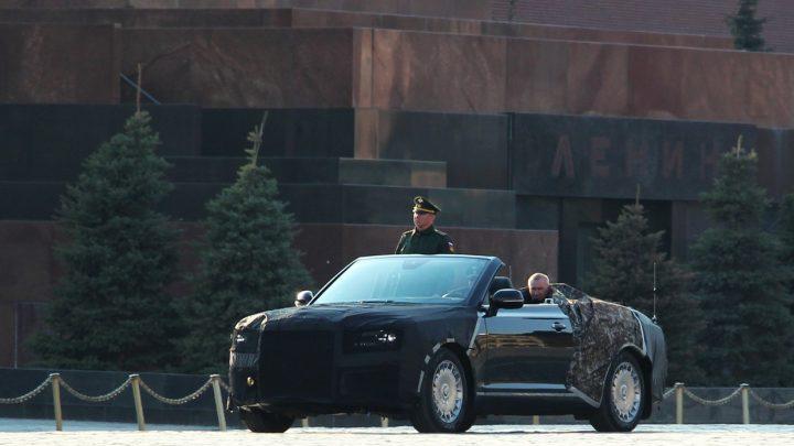 V centre Moskvy boli nafotené dva kabriolety Aurus S600.