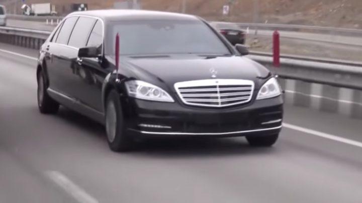 Daimler nechápe odkiaľ Kim Jong-Un zobral vozidlo Mercedes-Benz.