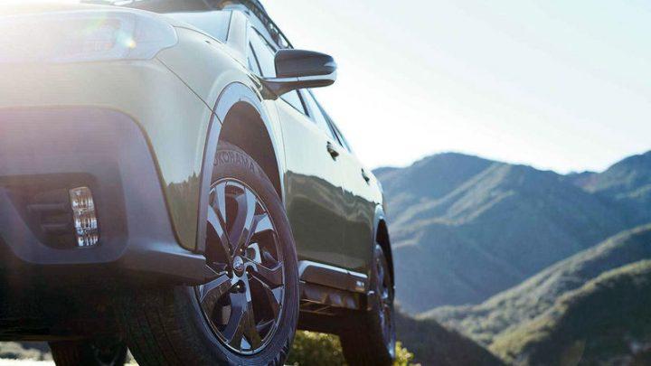 Subaru zverejnilo fotky nového Outbacku. V interiéri bude veľký dotykový displej.