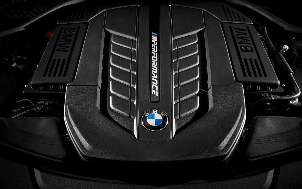 BMW bude mať v ponuke dvanásťvalec minimálne do roku 2023.