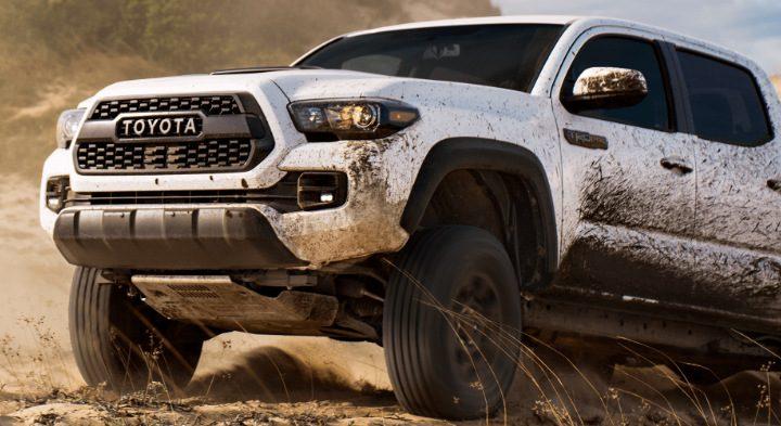 Toyota si dala patentovať zabudované trysky, ktoré umyjú auto.