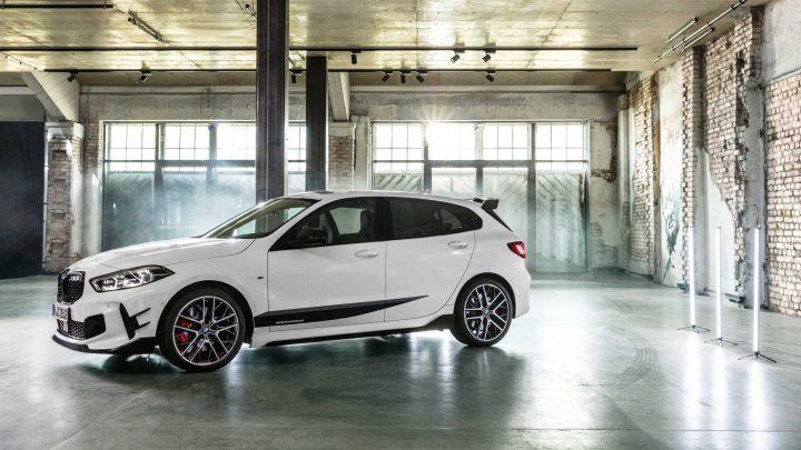 Nové BMW radu 1 bolo predstavené. Pohon zadných kolies je už minulosťou.