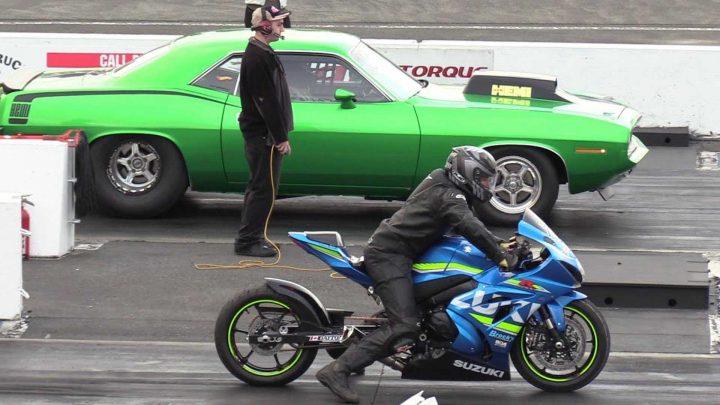 Motorka vs auto na štvrť míle. Kto vyhraje?