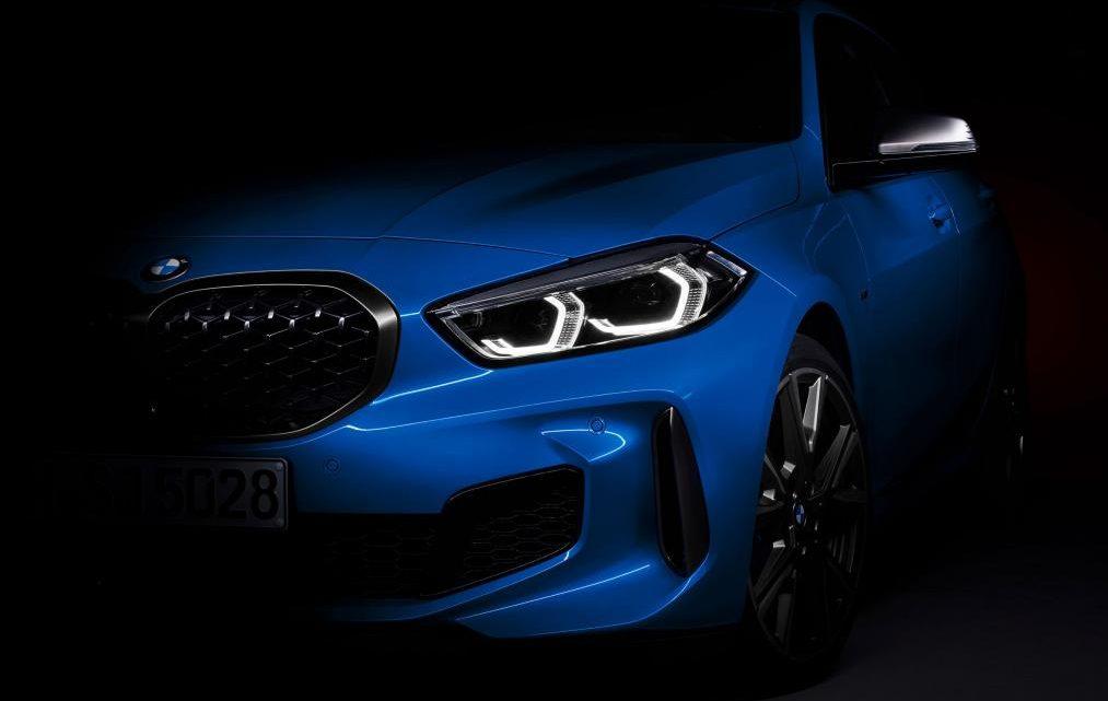 BMW ukázalo mierne odhalený rad 1. Prvé vozidlá sa dostanú k zákazníkom do konca roka.