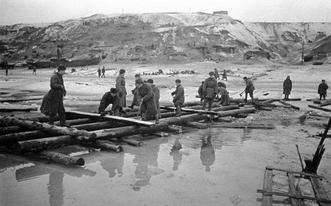 Ako fungovala doprava v Stalingrade cez Volgu za druhej svetovej vojny?