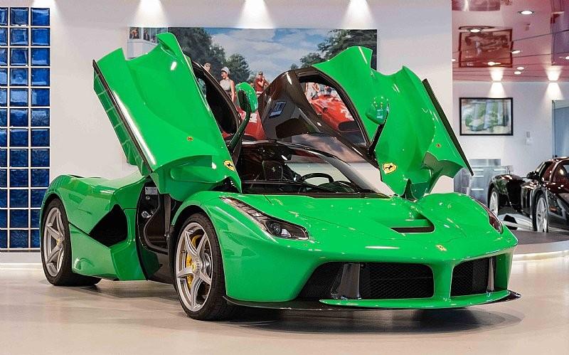 Vzácne zelené LaFerrari je na predaj.