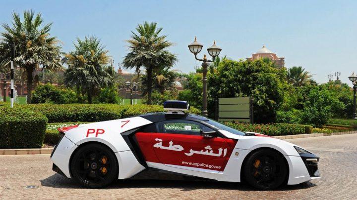 Polícia v Abu Dhabi jazdí na exkluzívnom vozidle Lykan HyperSport.