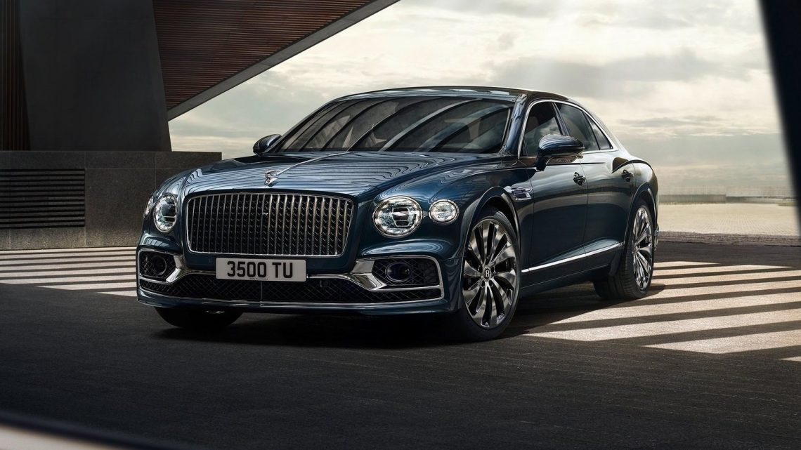 Britská automobilka Bentley predstavila nový sedan Flying Spur s maximálnou rýchlosťou 333 km/h.