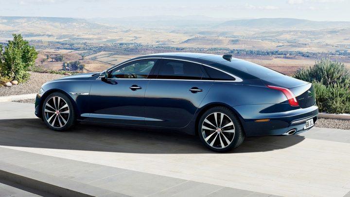 Jaguar XJ so spaľovacím motorom bude čoskoro minulosťou. Nahradí ho elektromobil.