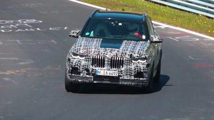 BMW X5 M bolo natočené na okruhu. Pod kapotou bude osemvalec s výkonom 625 koní.