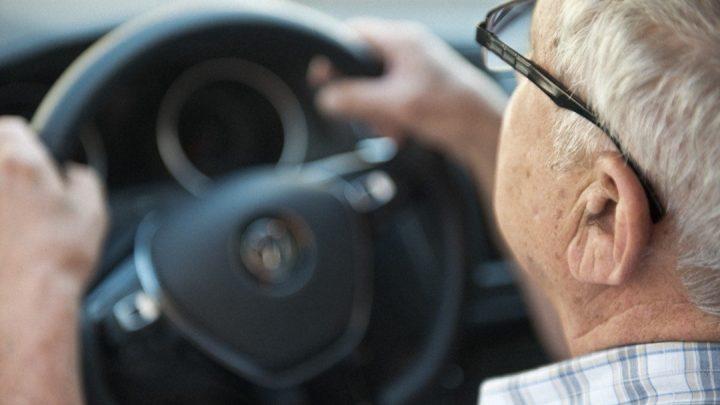 V Japonsku chcú zaviesť špeciálny vodičský preukaz pre dôchodcov.