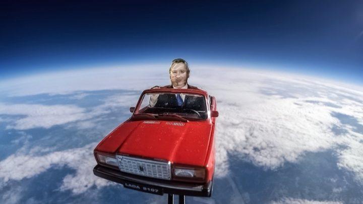 Dmitrij Rogozin letel na Lade do vesmíru.