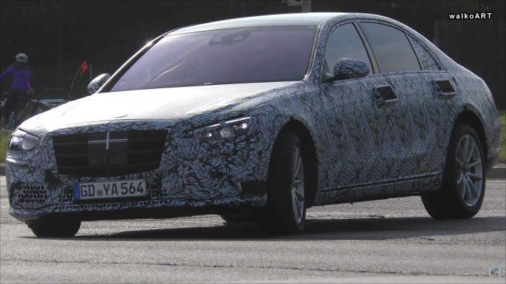 Nový Mercedes-Benz triedy S sa ukázal zasa na cestách.