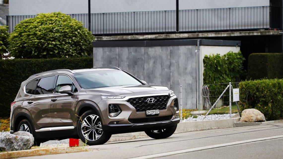 Hyundai Santa Fe dostal monitorovanie mŕtveho uhla s kamerovým systémom.