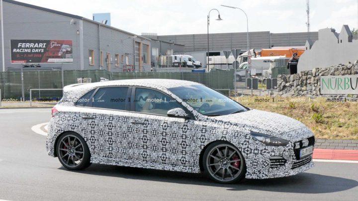 Hyundai testuje novú verziu i30 N. Dostane automat, vyšší výkon a pohon všetkých kolies?