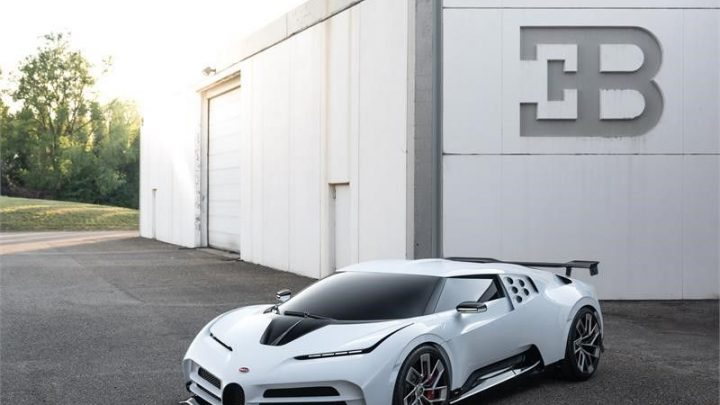 Bugatti predstavilo extrémne drahý model EB 110 Hommage.