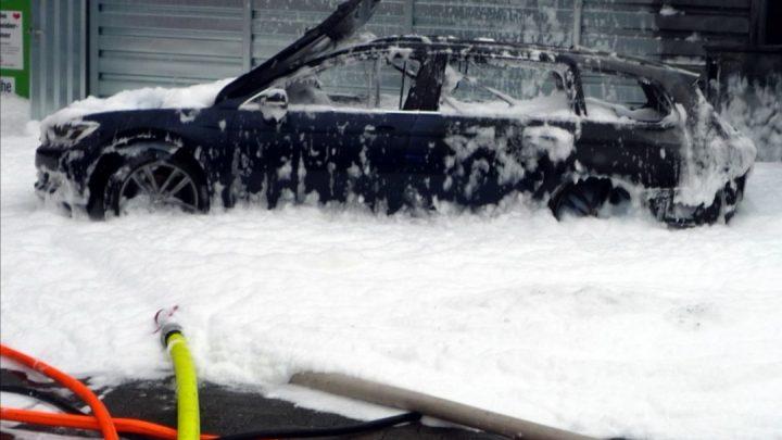 Čerpať palivo z auta vysávačom nie je veľmi rozumné. V Nemecku kvôli tomu zhorelo auto.