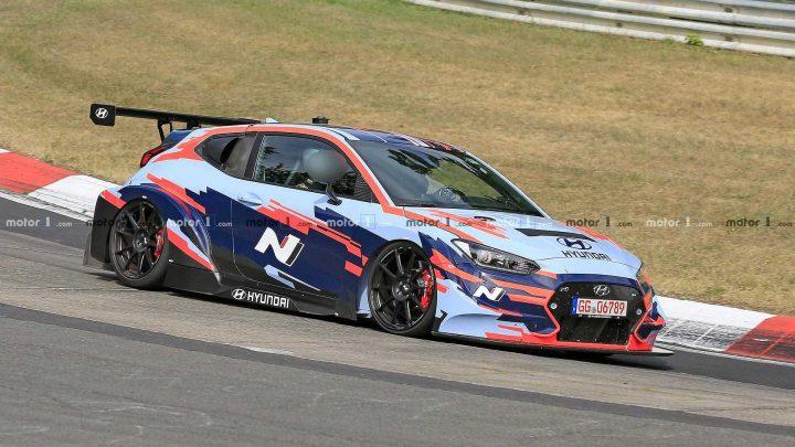 Hyundai testuje na Nurburgringu zaujímavý Veloster N TCR, ktorý má ŠPZ.