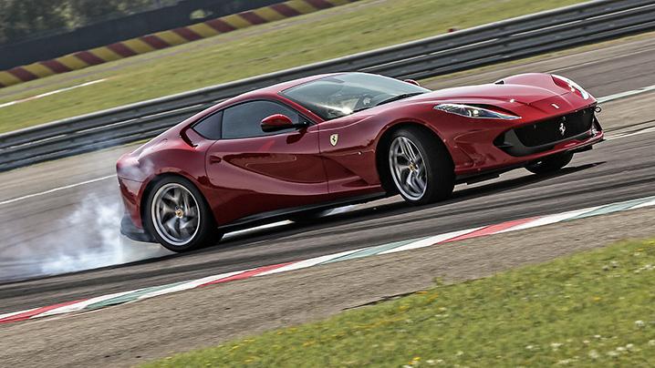 Ferrari predstaví do konca roka dve nové vozidlá. Aké vozidlá to budú?