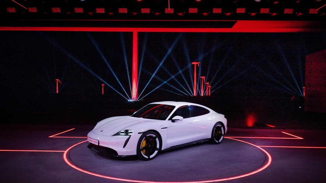 Porsche predstavilo elektrickú novinku Taycan. Verzia Turbo S ponúkne brutálny výkon.