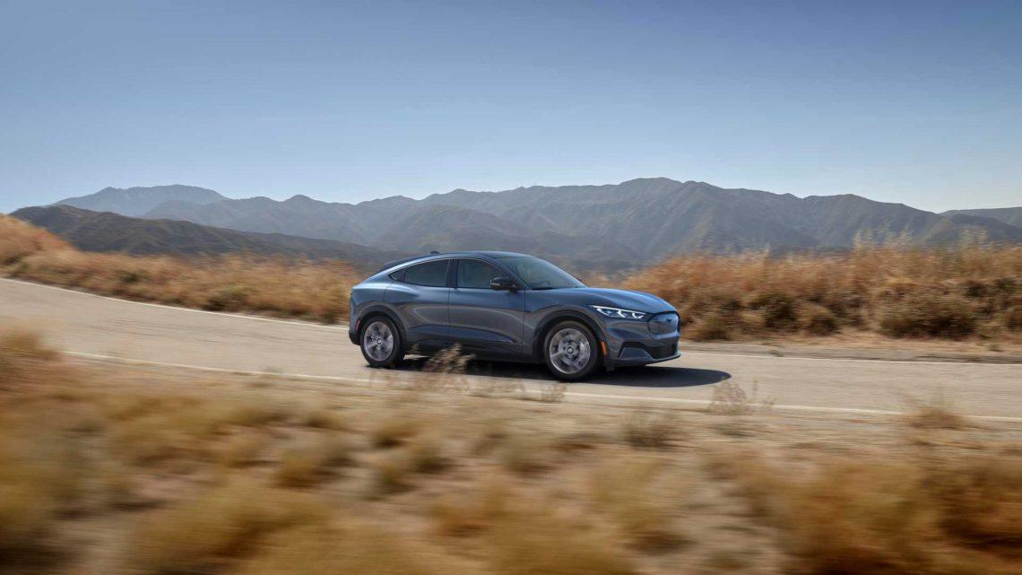 Poriadny zvuk osemvalca patrí k Mustangu. Nový elektrický Mustang Mach-E vydáva taktiež zvuk.