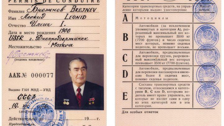 Brežnevov vodičský preukaz sa vydražil za 1,5 milióna rubľov.