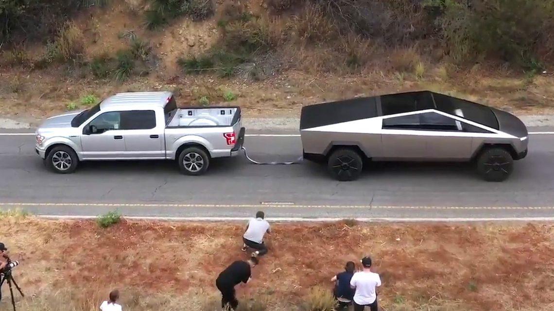 Súboj dvoch pick-upov. Tesla Pick-up vs Ford F-150.