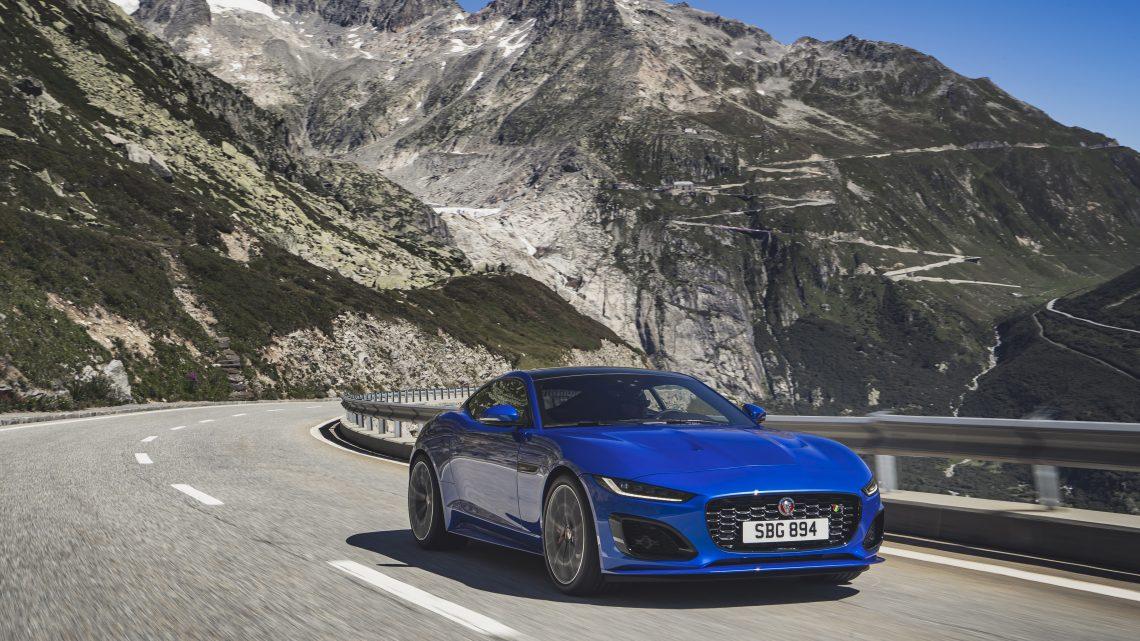 Aktualizovaný Jaguar F-Type dostal modernejší dizajn a výkonný osemvalec pod kapotu.