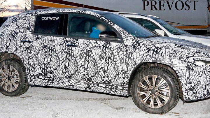 Mercedes-Benz EQA bol nafotený pri testovaní. Na predstavenie si ešte počkáme.