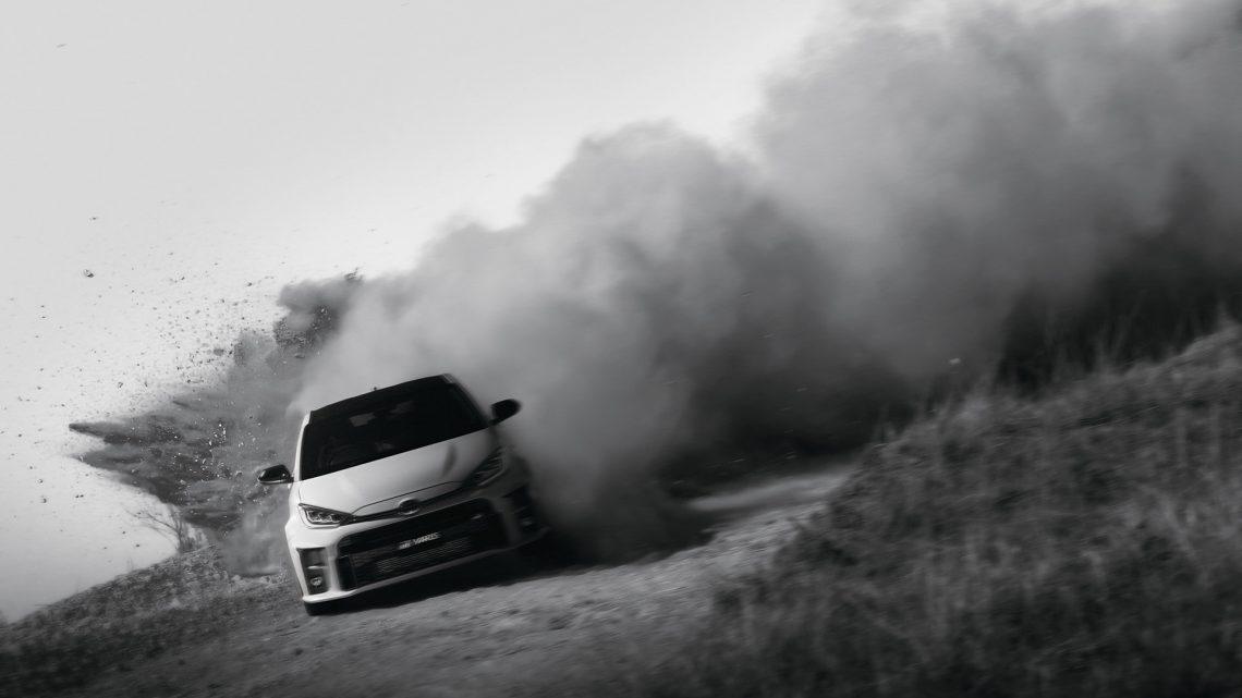 Brutálna Toyota GR Yaris bola oficiálne predstavená. Dostala zaujímavý pohon 4×4 a vysoký výkon.
