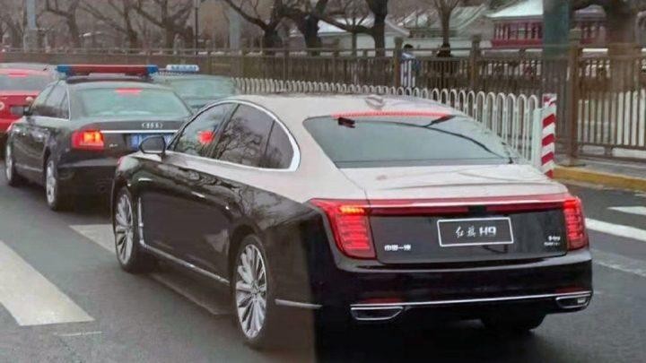 Nové vozidlo pre čínskych milionárov bolo nafotené bez kamufláže.